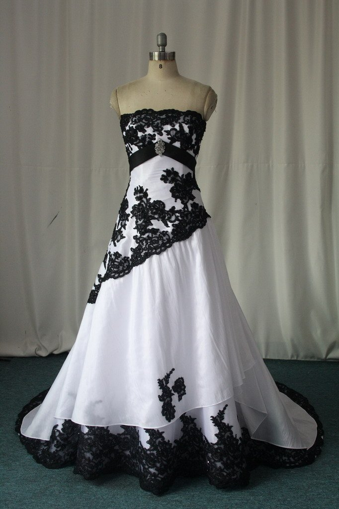 Black And White Lace Gown : New Fashion Collection