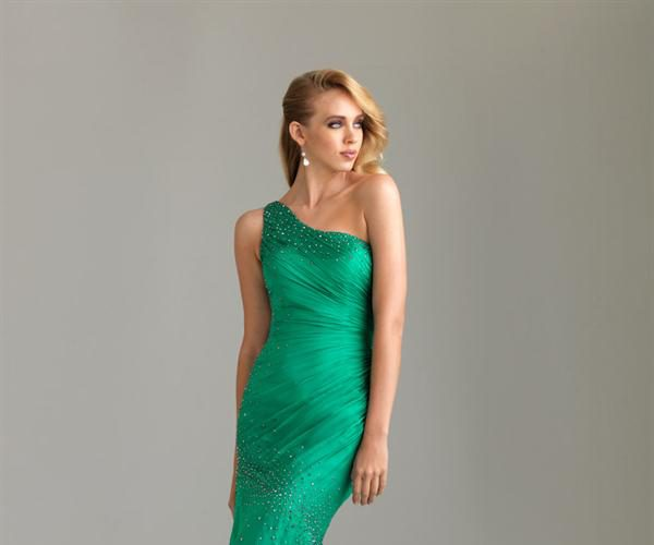 emerald-green-mermaid-gown-fashion-outlet-review_1.jpg